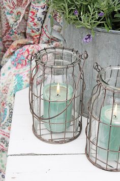 A good looking collection of coastal styled decorative accents and home decor. Wire Crafts, Diy And Crafts, Nautical Candles, Vibeke Design, Free To Use Images, Creation Deco, Candle Lanterns, Wire Art, Bottle Art