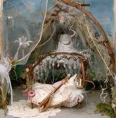 a sweet miniature fairy bedroom. Fairy Garden Furniture, Fairy Garden Houses, Fairy Bedroom, Dream Bedroom, Fairytale Bedroom, Forest Bedroom, Fairy Village, Fairy Crafts, Fairy Doors
