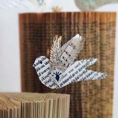 Un marque-page comme un oiseau en papier