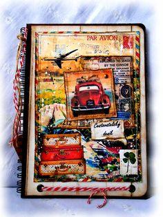 Nový+cestovatelský+deník+tak+trochu+holčičí....+Zdobený+bloček+obsahuje+50+linkovaných+listů,+papír+70g/m2.+Je+svázaný+kroužkovou+vazbou.+Vše+je+laděno+do+přírodních+barev,+použity+jsou+papíry,+stužky,+hřebíčky....+Uvnitř+nazdobeno+cestovatelskými+razítky....Součástí+je+i+visačka.+Velikost+A5.