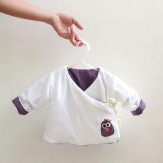 Small reversible kimono vest link to free pattern Marie Claire Id Gilet Kimono, Kimono Cardigan, Marie Claire, Couture Bb, Baby Kimono, Baby Sewing, Refashion, Diy Clothes, Upcycle