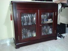 Vitrina aparador madera de cerezo estilo inglés de segunda mano en Montequinto -Muebles de Segunda Mano - Tu portal de venta de muebles de segunda mano.