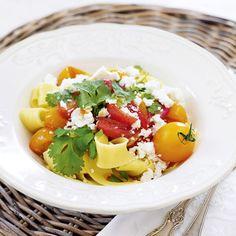 Tomatpasta med fetaost och koriander