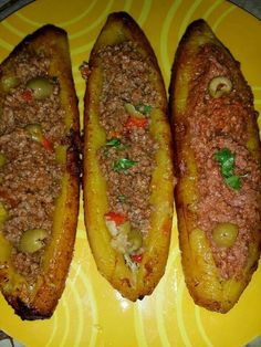 Plantain canoes - baked plantain or green bananas with seasoned ground beef or turkey and olives. Puerto Rican Cuisine, Puerto Rican Recipes, Puerto Rican Dishes, Mexican Food Recipes, Cuban Cuisine, Boricua Recipes, Comida Boricua, Spanish Dishes, Spanish Food
