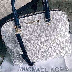 Welcome to our fashion Michael Kors outlet online store, we provide the latest styles Michael Kors handhags and fashion design Michael Kors purses for you. High quality Michael Kors handbags will make you amazed. Sac Michael Kors, Michael Kors Outlet, Handbags Michael Kors, Hermes Handbags, Burberry Handbags, Stylish Handbags, Mickel Kors, Chanel Resort, Handbag Stores