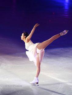 Ice Skating, Figure Skating, Denis Ten, Ice Dance Dresses, Japanese Figure Skater, Sport Gymnastics, Lunges, Marines, Athlete