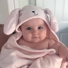 Baby cheeks Like For Babies & Tag Moms . So Cute Baby, Baby Kind, Pretty Baby, Baby Girl Pictures, Cute Baby Videos, Cute Baby Pictures, Baby Cheeks, Cute Babies Photography, Summer Photography