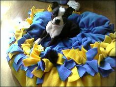 No sew dog bed like those blankets everybody used to make back in the day-fab!