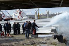 FEU Au cirque Arlette Gruss , lorsque l'on reçoit 1800 spectateurs par séance , la sécurité est un élément important , aussi chaque année à Rouen avec le concours de Manu Macé (le Mr sécurité de la ville) des exercices sont proposés au personnel.