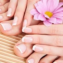 Generally, people thought nail art can be possible on long nails But actually, it's not so! Simple nail art designs for short nails are not only popular How To Do Pedicure, Pedicure At Home, Manicure And Pedicure, Spa Pedicure, Mani Pedi, Nails At Home, Pedicures, Diy Hard Nails, Fun Nails