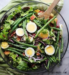 Green Bean and Egg Salad. Green Bean and Egg Salad with a homemade Garlic Parmesan Vinaigrette. This is Spring in a salad bowl! Delicious Green Beans, Easter Dinner Recipes, Green Bean Recipes, Egg Dish, Easy Salads, Healthy Salad Recipes, Dinner Menu, Great Recipes, Egg Recipes
