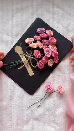 Paper Flowers Craft, Paper Crafts Origami, Flower Crafts, Diy Crafts Hacks, Diy Crafts For Gifts, Diy Arts And Crafts, Valentine Crafts, Anime Crafts, Simple Acrylic Paintings