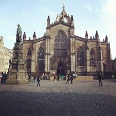 Is there a city more beautiful than Edinburgh in Scotland?