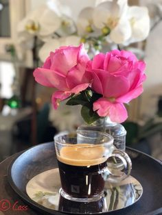 Coffee And Books, I Love Coffee, My Coffee, Coffee Time, Coffee Cups, Good Morning Coffee, Coffee Break, Momento Cafe, Coffee Images