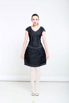 """Šaty """"Touha"""" no.3 Materíál: jemná džinovina s lykrou Střih: sportovní, elegantní, delka nad kolenou"""