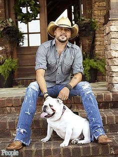 He likes dogs too!  I figured you guys would like this :)    Jason Aldean and Bulldog Athens: PEOPLE Country : People.com