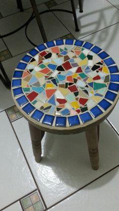 Mosaic Garden Art, Mosaic Diy, Mosaic Glass, Mosaic Tiles, Tile Crafts, Mosaic Crafts, Mosaic Designs, Mosaic Patterns, Mosaic Coffee Table