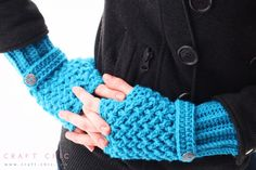 Free Criss Cross Fingerless Gloves Pattern #craftchic