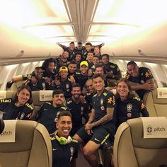 On their flight to Rusia. Steven Gerrard, Football Season, Football Players, Premier League, Go Brazil, Time Do Brasil, Russia 2018, Just A Game, Soccer Games