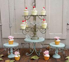 Muy buenos días!! Gracias a Dios que llovió ... Les dejo unas fotos previas a la entrega de este bellísimo ser en colores inusuales super delicados... Podes hacer la diferencia y elegir artesanal . #cakecakecake #cakepops #cakepopstagram #cakepedestal #cupcakestand #cakestand #aqua #dorado #caireles #vintagestyle #vintage #vintagedecor #caketable #l4l #r4r #decoparty #decohierroespinola