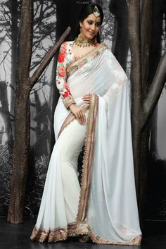 I would love a white sari like this Indian Attire, Indian Wear, Indian Style, Indian Beauty Saree, Indian Sarees, Pakistani, Indian Dresses, Indian Outfits, Indian Clothes