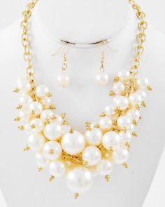 Gold Tone / Cream Synthetic Pearl / Lead Compliant / Cluster Style / Necklace & Fish Hook Earring Set