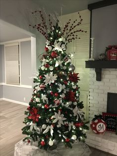 Perfect Red And White Christmas Tree Decoration Ideas. If you are looking for Red And White Christmas Tree Decoration Ideas, You come to the right place. Purple Christmas Ornaments, White Christmas Tree Decorations, Flocked Christmas Trees, Silver Christmas Tree, Beautiful Christmas Trees, Christmas Tree Toppers, Decorated Christmas Trees, Christmas Mantles, Christmas Villages