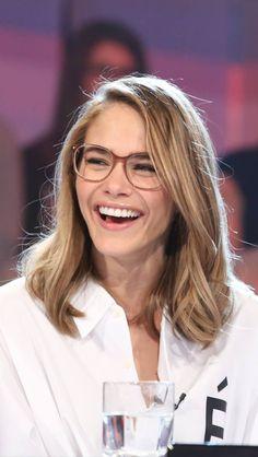Les cheveux, les lunettes... Tout est parfait! J'adore le look de Maripier Morin.