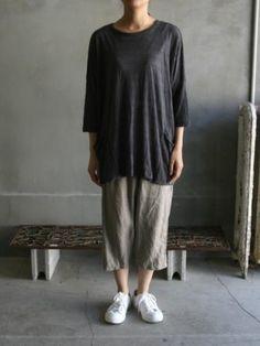 f41f6517bb 121320 Vlas Blomme charcoal knit linen tee