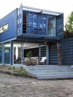 Casa El Tiemblo / Estudio de arquitectura James and Mau - shipping container house