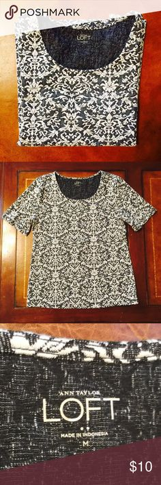 "New Loft top: Re-posh  I'm so sad to re-posh this lovely top  Thought I would take a chance on it fitting me because I liked it so much but I'm a large and it doesn't fit me comfortably. It measures 17.5 from pit to pit and 24"" length from shoulder to hem. It's a stretchy textured fabric and you will love this.  Selling for $10 because that's what I paid- worth a lot more LOFT Tops Tees - Short Sleeve"
