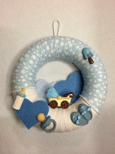 Fiocco nascita bimbo, by Merceria dell'angolo, 16,00 € su misshobby.com Tulle Wreath, Diy Wreath, Wreaths, Welcome Home Baby, Pregnant Wedding, Baby Sprinkle, Felt Diy, Baby Boy Shower, Baby Gifts