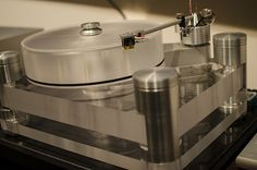 Basis Audio Signature turntable With a Vector 4 tonearm