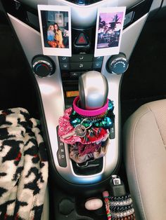 Home Decoration With Flowers – Car Accessories Diy 2020 Car Interior Accessories, Car Interior Decor, Car Accessories For Girls, Interior Design, Hippie Auto, Hippie Car, Snapchat, Diy Recycling, Girly Car