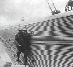 Иосиф Сталин лично осматривает тяжелый бомбардировщик ТБ‑3.- Joseph Stalin personally inspects heavy bomber TB-3.