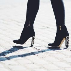 In the Frow.these shoes : ) Winter Shoes For Women, Embellished Heels, Shoe Game, Pumps Heels, Autumn Winter Fashion, Shoe Boots, Footwear, My Style, Victoria Magrath