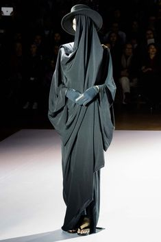 Yohji Yamamoto Fall 2015 Ready-to-Wear - Collection - Gallery - Style.com #black #fashion #runway