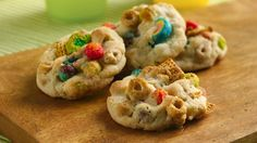 These crunchy cookies can be made with whatever cereals you have on hand-- a great way to use up nearly empty boxes of cereal! Betty Crocker Sugar Cookies, Cereal Cookies, Chex Cereal, Brownie Cookies, Cookies Kids, Yummy Cookies, Drop Cookies, Cookie Box, Cookie Time
