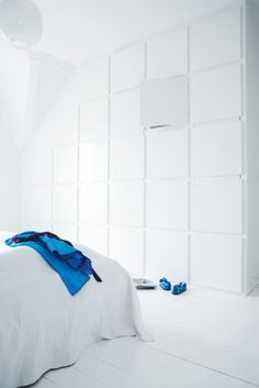 :: DETAILS :: STORAGE :: clever wall feature also as storage, Photo by Henrik Freek for Bolig Magasinet. #details