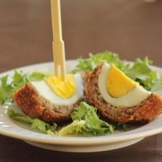 sounds strangley good :) Scotch Eggs hard boiled eggs in sausage would be great for those on high protein diet High Protein Foods List, Best Protein, Protein Diets, High Protein Recipes, Protein Power, Vegetarian Protein, Vegetarian Food, Scotch Eggs, Good Food