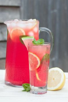 This refreshingly sweet watermelon lemonade is made with only two ingredients and contains no added sugars It is the perfect drink for hot summer days. Fruity Drinks, Refreshing Drinks, Summer Drinks, Fun Drinks, Healthy Drinks, Nutrition Drinks, Beverages, Strawberry Cocktails, Healthy Food