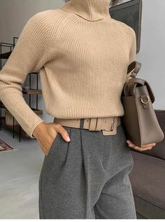 Comme une parisienne comme parisienne une minimalist fashion is becoming more and more trendy combine basic clothes to look elegant Mode Outfits, Winter Outfits, Fashion Outfits, Womens Fashion, Fashion Ideas, Fashion Clothes, Summer Outfits, Fashion Tips, Minimalist Outfit