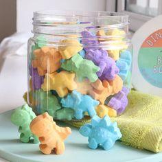 Fantastic Bath Bombs for Summer - Shopping Ideas Sugar Scrub Diy, Diy Scrub, Kosmetik Shop, Bath Bomb Packaging, Bath Bomb Gift Sets, Bath Fizzies, Home Made Soap, Handmade Soaps, Bath Bombs