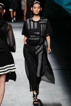 Parigi - Spring Summer 2019 Ready-To-Wear - Shows - Vogue. Fashion Show, Fashion Design, Fashion Trends, Ny Fashion, Vogue Australia, Minimal Fashion, Pretty Outfits, Ready To Wear, Fashion Dresses