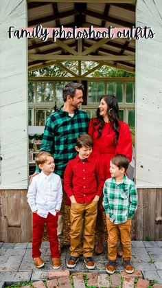 Autumn Family Photos, Fall Family Photo Outfits, Family Pictures, Fall Photos, Wedding Outfits For Family Members, Matching Family Outfits, Spring Outfits Women, Spring Fashion Outfits, Children Photography Poses