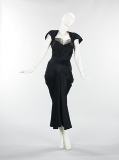 Evening dress Charles James 1942 Brooklyn Museum Costume Collection at The Metropolitan Museum of Art, Gift of the Brooklyn Museum, Gift of Erik Lee Preminger in memory of his mother, Gypsy Rose Lee, 1993 Charles James, 1940s Fashion, Look Fashion, Vintage Fashion, Edwardian Fashion, Womens Fashion, Vintage Dresses, Vintage Outfits, Vintage Clothing