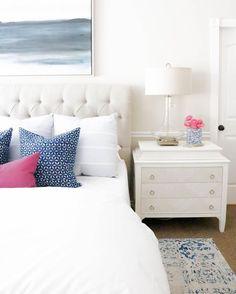 いいね!8,608件、コメント25件 ― #LTKhomeさん(@liketoknow.it.home)のInstagramアカウント: 「Play up pretty pops of pink and print a la @designlovesdetail's classic and crisp bedroom decor |…」