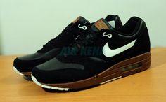 """Nike AIr Max 1 Premium """"Black/Brown/White"""" (2012 Sample)"""