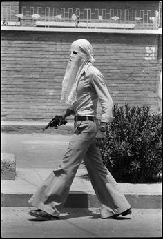 Armed pro-Khomeini militia, masked so as not to be recognized by their Arab neighbors, during the uprising of the Arabic-speaking people, Khoramshar, May 1979 Iran Pictures, Weird Pictures, Putin Funny, Lebanese Civil War, Pahlavi Dynasty, Iranian Beauty, Visit Iran, The Shah Of Iran, Emotional Photos