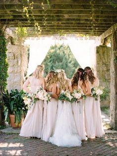sweet bridal party back wedding photo ideas